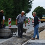 Bau des Fahradweges im Dorf am 08.08.2016.