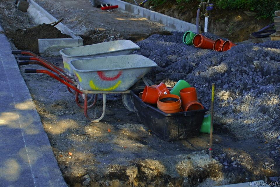 Bau des Fahrradweges im Dorf am 15.08.2016.