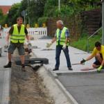 Bau des Fahrradweges im Dorf am 20.08.2016.