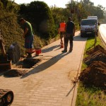 Bau des Fahrradweges im Dorf am 08.09.2016.