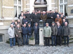 Die Krinkrentner vor dem Heimathaus Borghorst