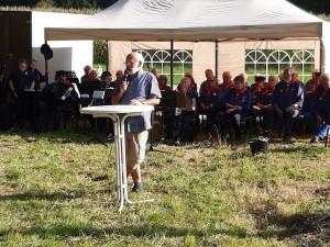 Krinkrentnerchef Gunther Thieme begrüßt die Gäste