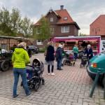 Kinderwagenparade auf dem Markt- Klein